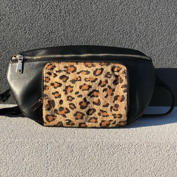 Pink Haley Handbags - 🆕Fabulous Leopard Fanny Pack Adjustable Straps